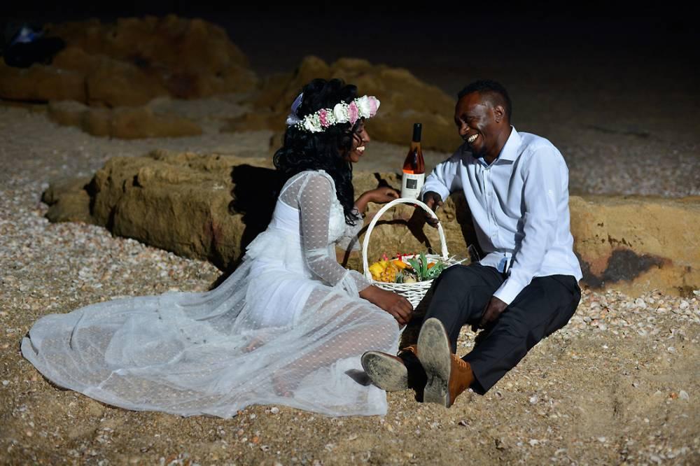 צלם חתונות עושה צילומי זוגיות אחרי השקיעה