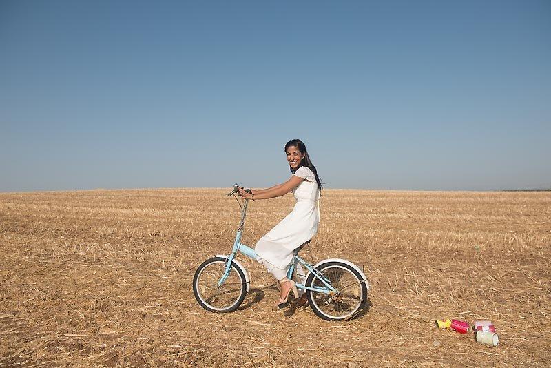 צילומי רווקות רעיון רכיבה על אופניים