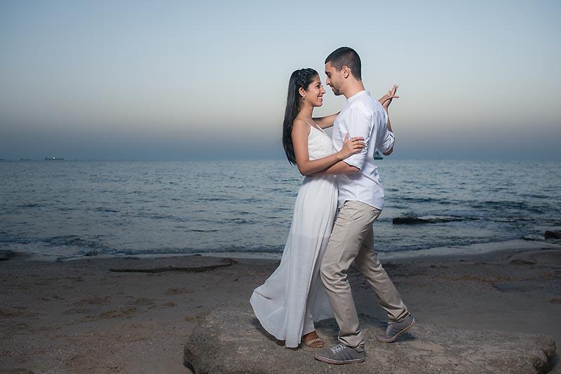 תירגול ריקוד סלואו בצילומי טרום חתונה