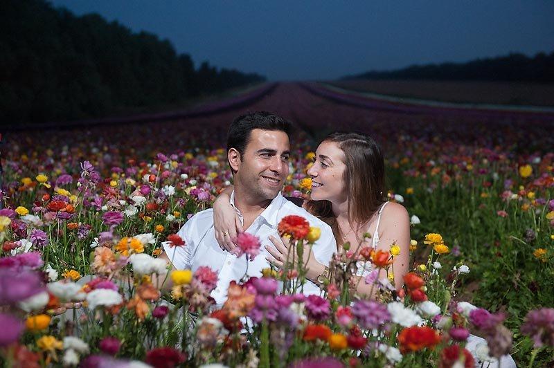 צילומי זוגיות בשדה פרחים באזור עוטף עזה