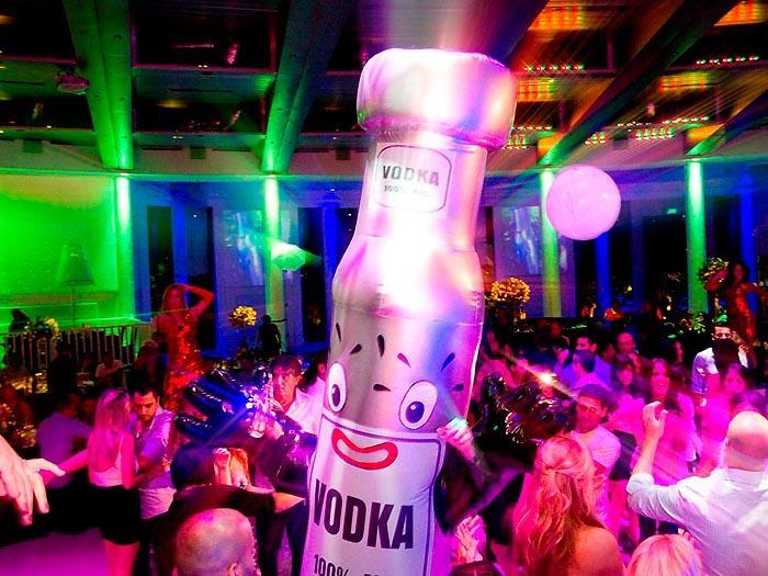 בובת אלכוהול בחתונה